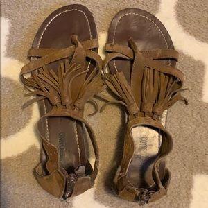 minnetonka moccasin sandals